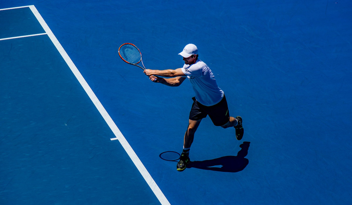 tips and tactics for playing tennis in wind